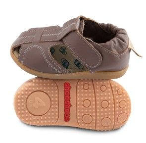 These leather baby girl sandals in peanut butter brown are durable and fun. Only the softest leather and non-slip rubber soles are good enough for growing boys.