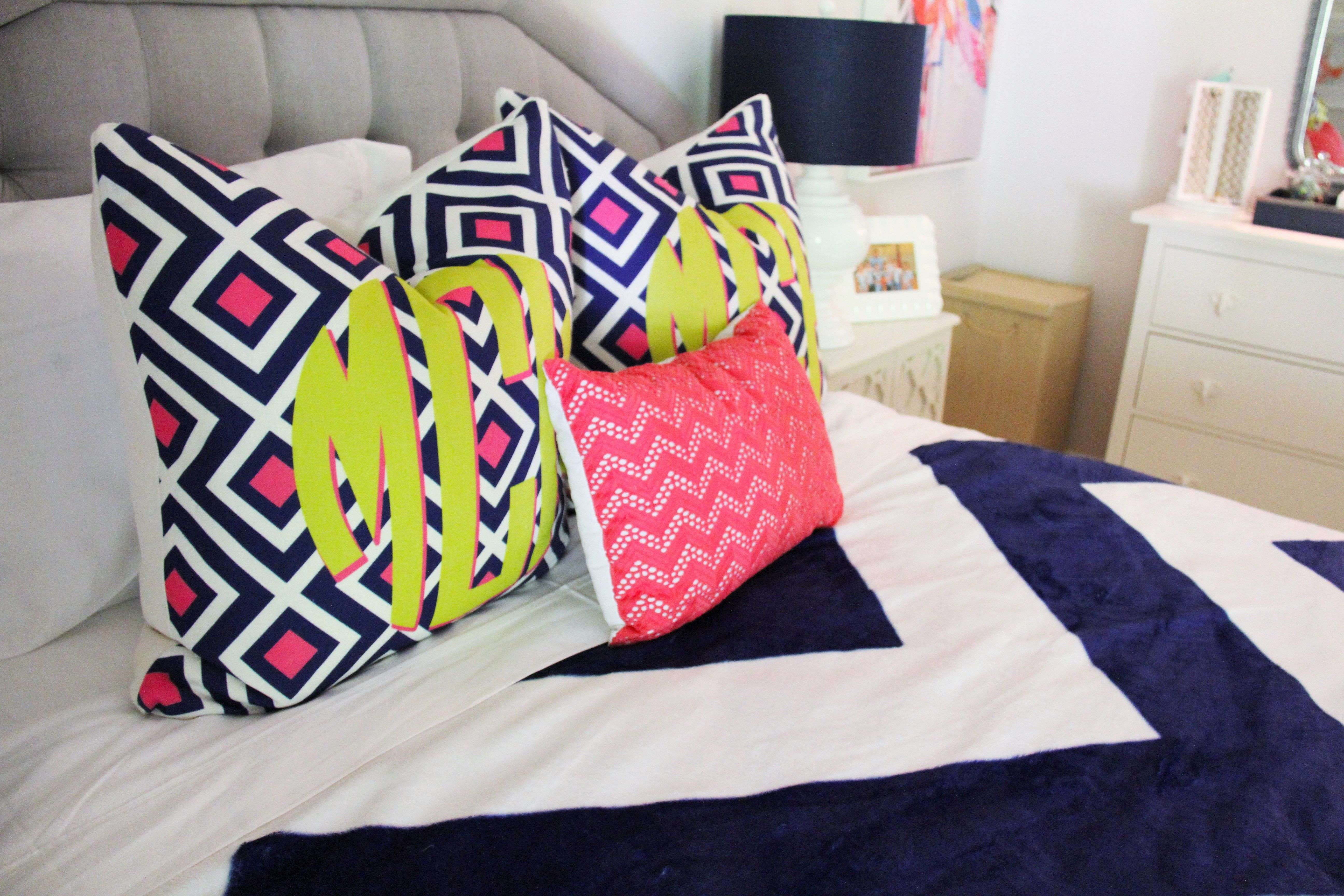 Refresh your teen's bedroom to last! Add modern touches in fresh colors with pops of fun! Sophisticated and modern, its sure to last until college! | Sumptuous Living | http://sumptuousliving.net/modern-teen-bedroom/