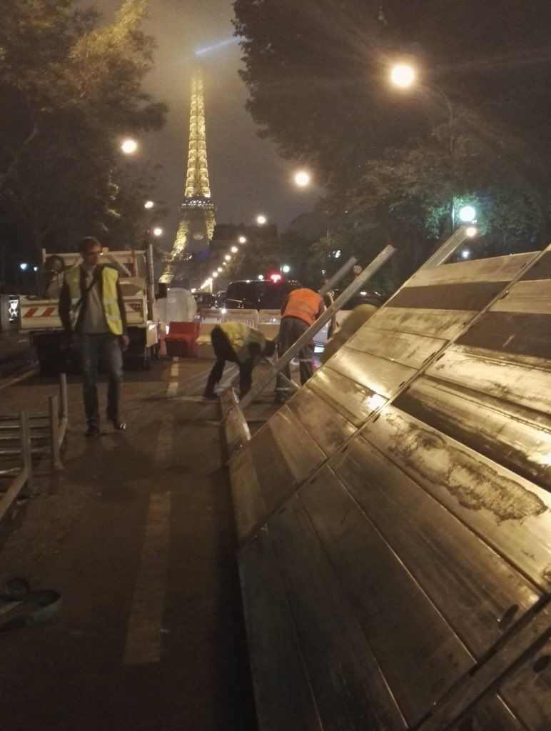 """infos140 sur Twitter : """"🔴CRUE PARIS Installation à 23h00 d'un barrage Quai de Grenelle (15ème rive gauche) - @RemyBuisine https://t.co/nUF64S2a2L"""""""