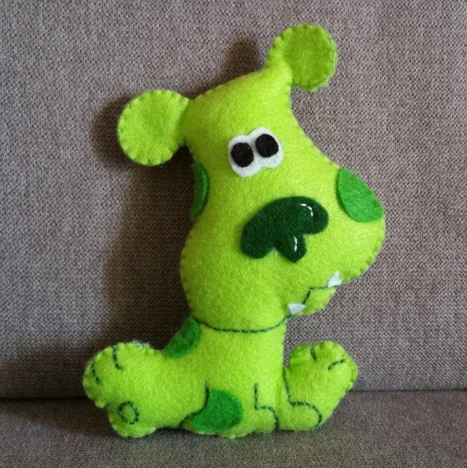 Pupazzo di cagnolino verde fatto a mano in feltro ispirato a Green