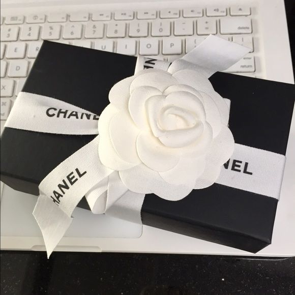 2d55785c896e Chanel gift box set! Includes matte 2 part box from small leather goods;  ribbon, camellia, small shopping bag with camellia. Approx 6 1/2 x 3 3/4