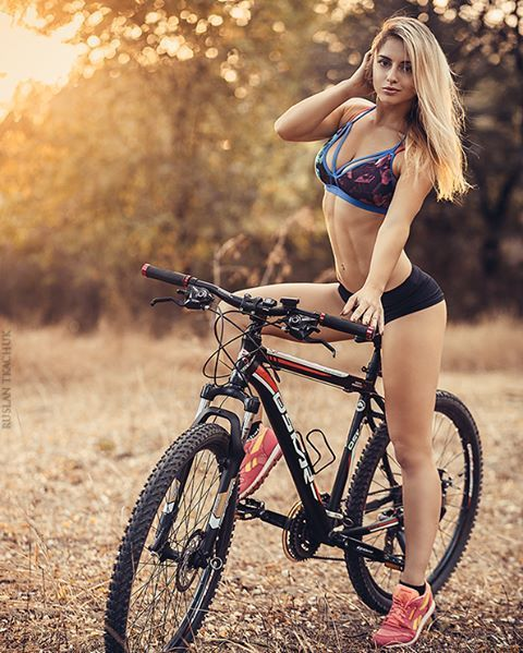 bmx girls hot boobs
