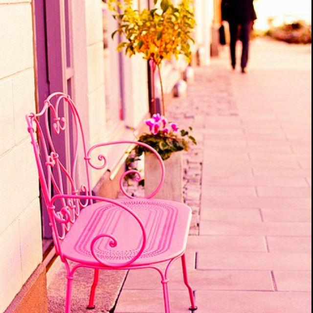.Take a pink seat.     t