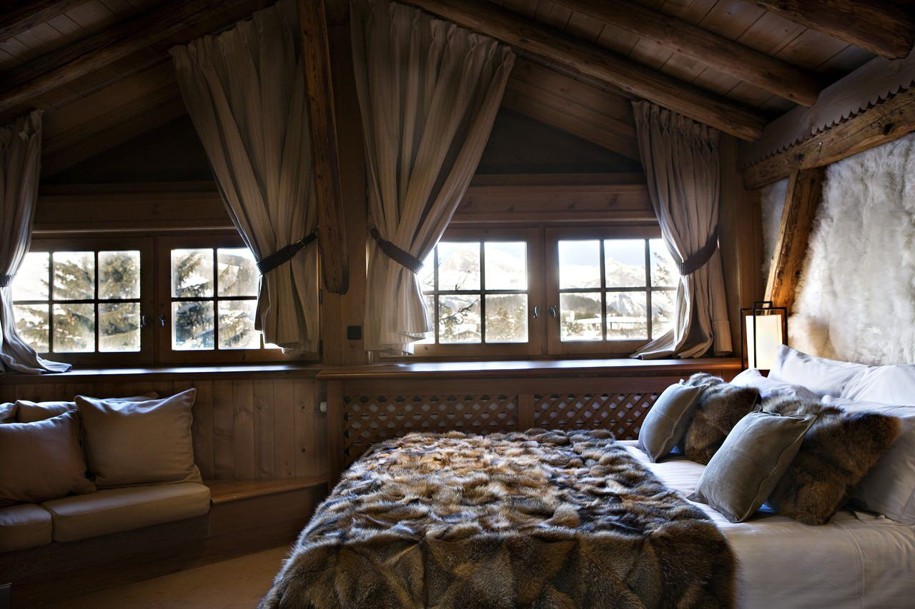 Chalet des Fermes in Megeve sleeps 10 guests in fabulous luxury. The chalet is refined and sophisticated with rich decoration.