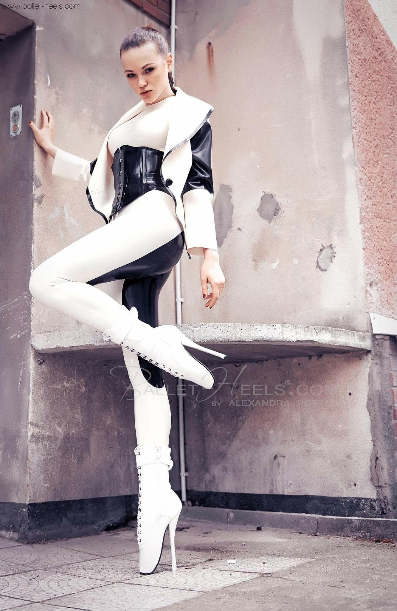 81a028f061b5 Alexandra Potter | Sexy dresses | Lack und leder, Leder und Latex