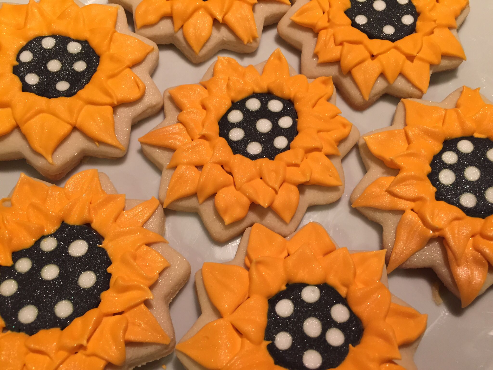 Sunflower cookies www.daydreamcupcakes.com