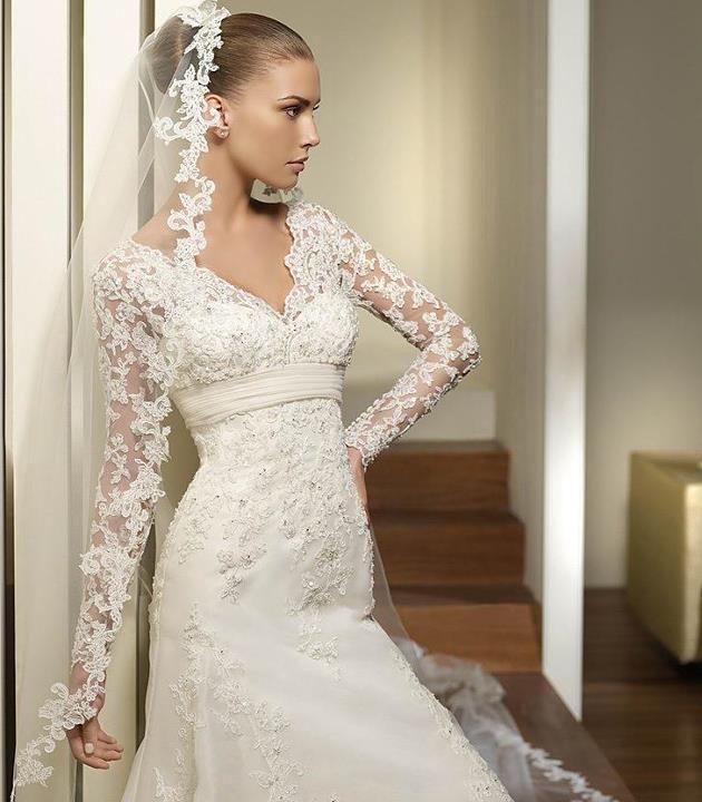 Stunning vintage lace wedding dress. | Bridal Lane Collection ...