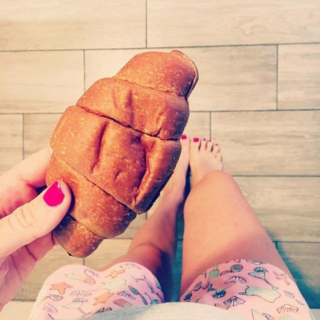 """MySerendipity • Laura Volpi on Instagram: """"Per iniziare bene la giornata serve una giusta dose di proteine e zuccheri! Ecco qui la mi super brioches @ciaocarb che mi permette di dire…"""""""