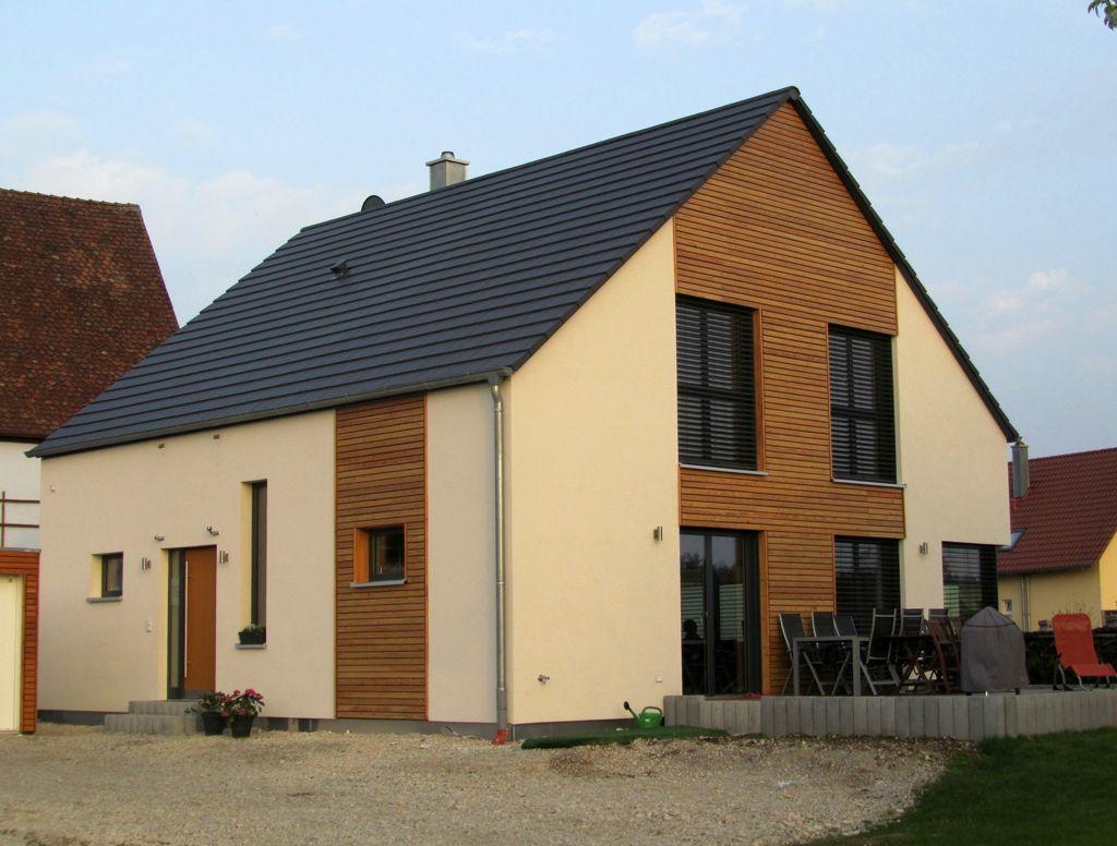 Einfamilienhaus holzhaus satteldach holzfassade modern for Satteldach einfamilienhaus
