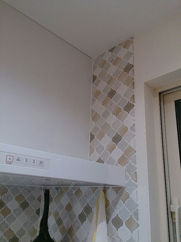 ウチのキッチンには 名古屋モザイクさんのタイル コラベルを採用しました 今も お気に入りです このブログには キッチン タイル や コラベル などの検索ワードで見に来てくださっている方が結構多いようです 質問される タイル キッチン リビング キッチン