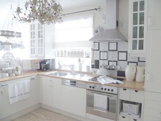 White and Shabby: QUEEN OF THE KITCHEN