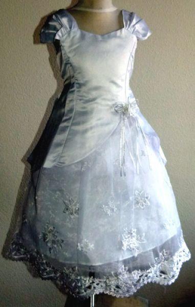 061ce71842 Gyűrűvívő ruha , Fátyolvivő ruha, Báliruha, Menyecske ruha, Fellépő ruha,  Elsőáldozó ruha