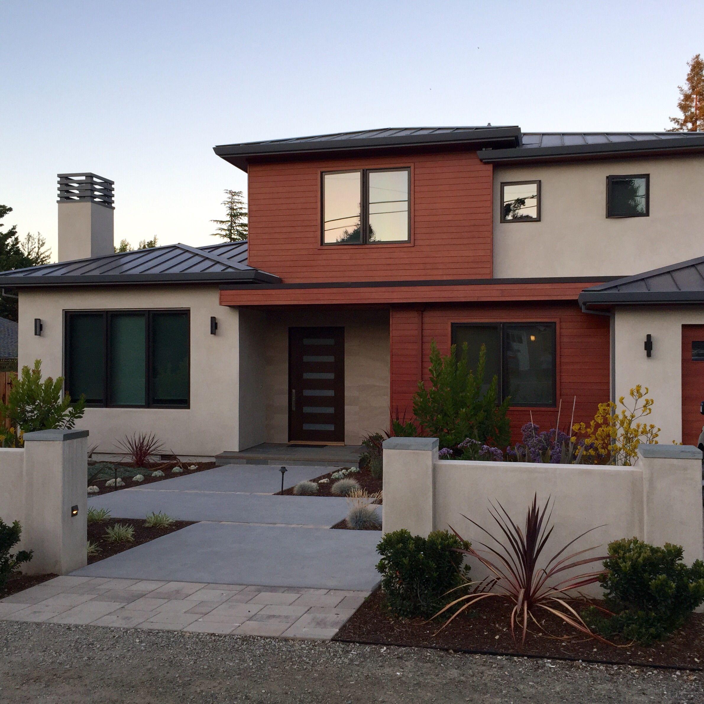 Modern Stucco Home With Rust Colored Siding Stucco Homes House