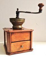 1820, antike Kaffeemühle, Kirschbaum