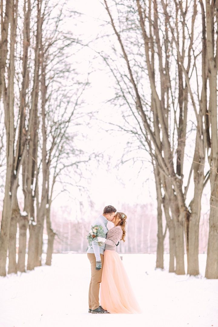 Bride and groom in the snow | fabmood.com #wedding #winterwedding #outdoorwedding #snow #bride #weddingdress #peach