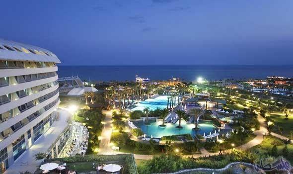 أتراك ينصبون مقلاع ا ضخم ا على جبل Hotels And Resorts Resort Antalya