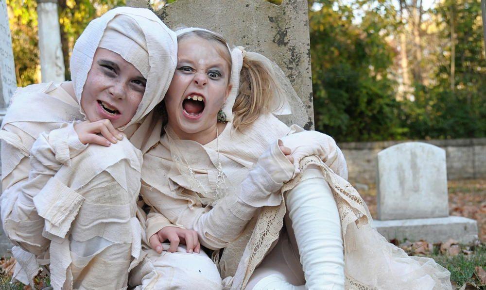 DIY Mummy Costume Diy halloween costumes for kids, Diy