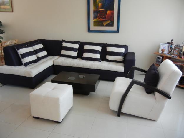 Sala blanco con negro y rallas la sala de mis suenios - Diseno de muebles de sala ...