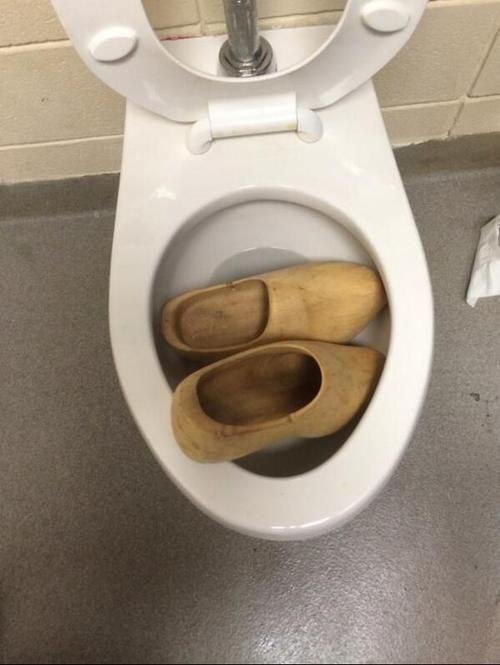 Someone clogged the toilet. (<3 puns) | Just for Laughs | Pinterest ...