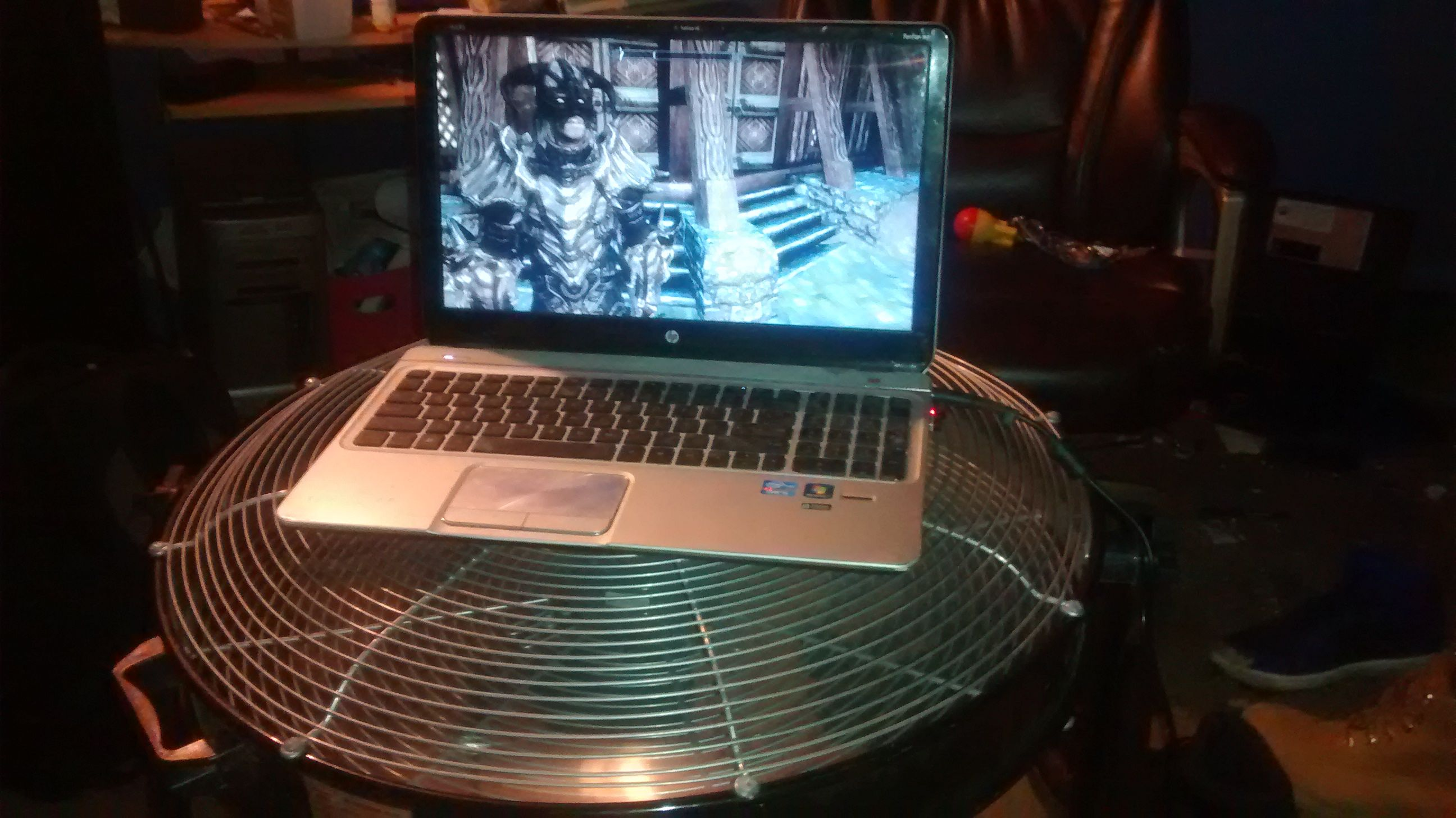 My Hi tech cooling for my laptop #games #Skyrim #elderscrolls #BE3 #gaming #videogames #Concours #NGC