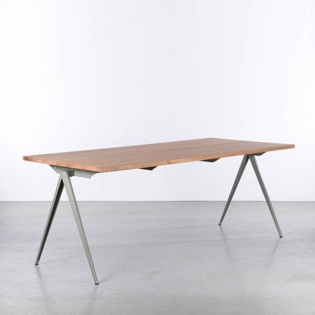 Stalen Design Tafel.Tafel Met Metalen Passervormige Poten En Een Houten Blad De Td4