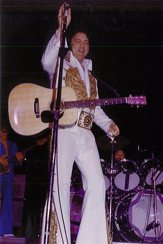 May 25 1977 8 30 Pm Rochester Ny Elvis In Concert Elvis Presley 1977 Elvis Presley