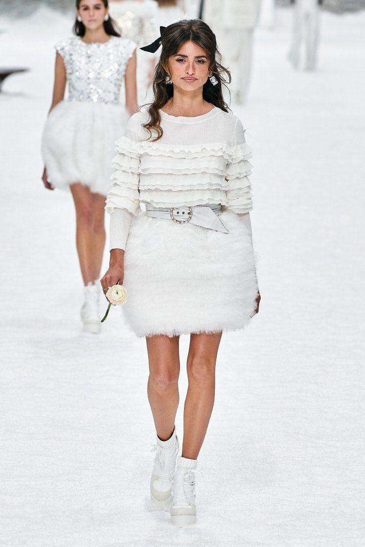 Новая коллекция Chanel Couture осень-зима 2019-2020 в Париже