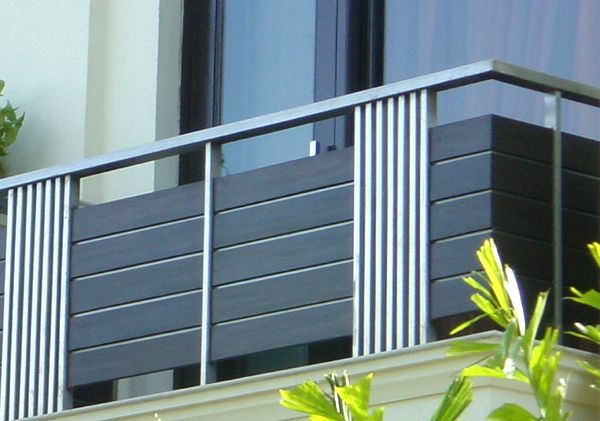 New home designs latest modern homes iron grill balcony for Exterior balcony railing design