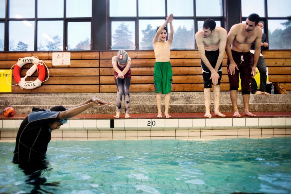 Unhcr Taking The Plunge Swimming Lessons Help Integration In Norway Swim Lessons Swimming Somali Refugees