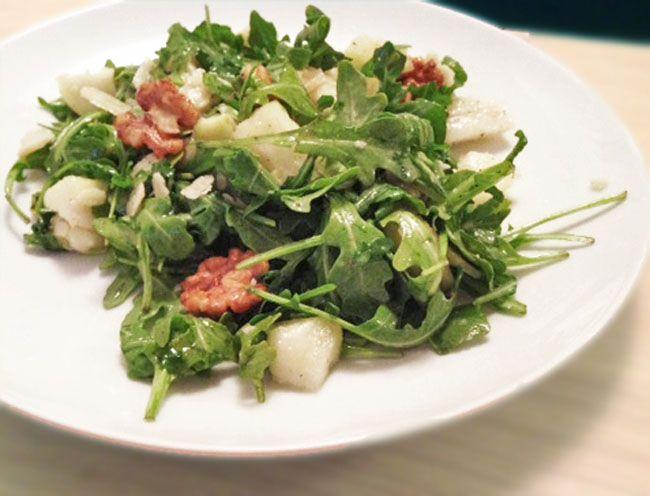 recipe / arugula, pears, candied walnuts and parmesan cheese salad #vegetarian