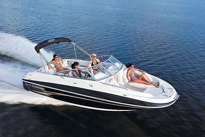 Motor boat for water skiing tubing fishing everything for Fishing boat motor