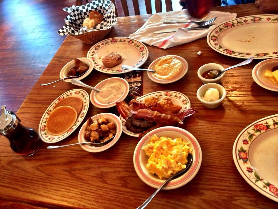 Mama's Farmhouse breakfast in Pigeon TN Mamas