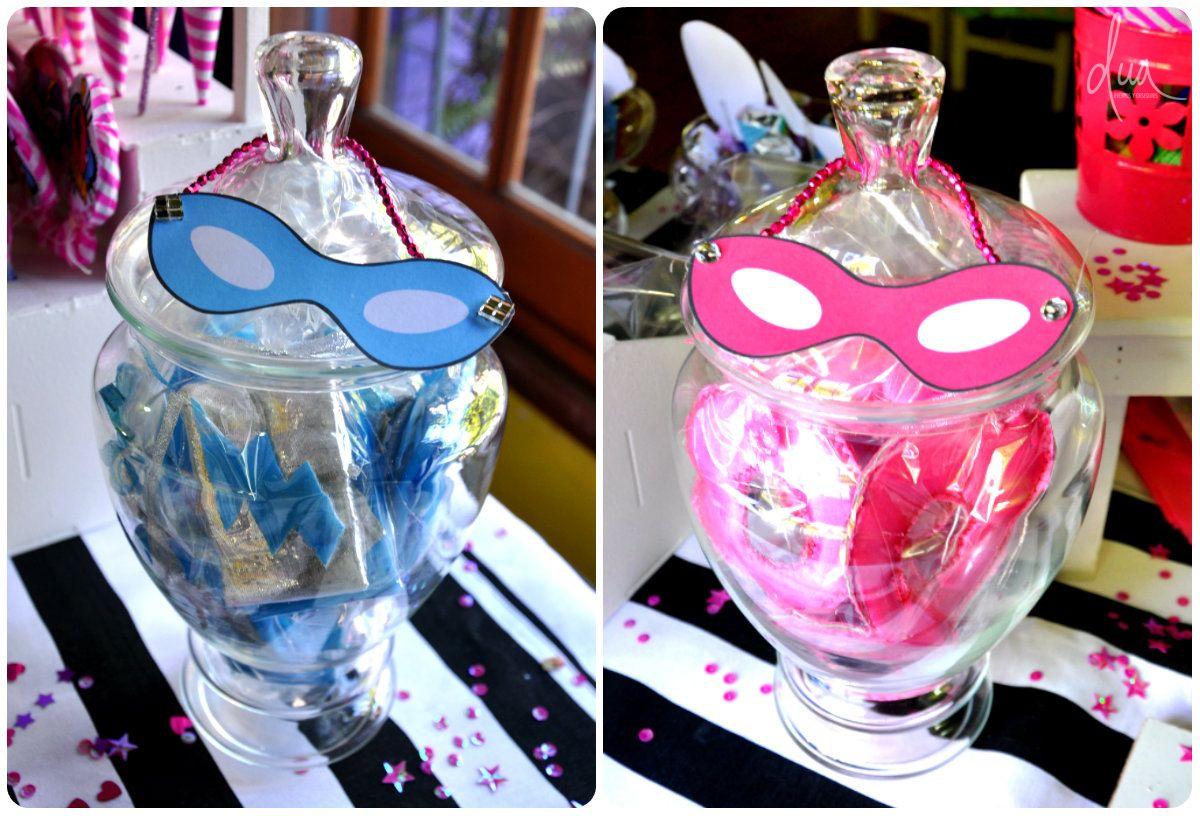 Barbie Superheroína Souvenirs de antifaz de nena y brazalete de nene