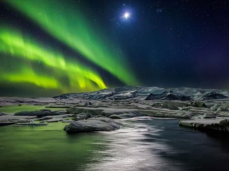 Northern lights Island Jokulsarlon