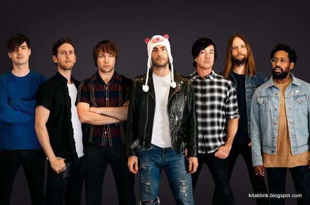 Terjemahan Lirik What Lovers Do - Maroon 5 | Maroon 5, Show de medio  tiempo, Adam levine