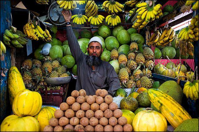 Fruit stall in Gulshan - Dhaka, Bangladesh | Street