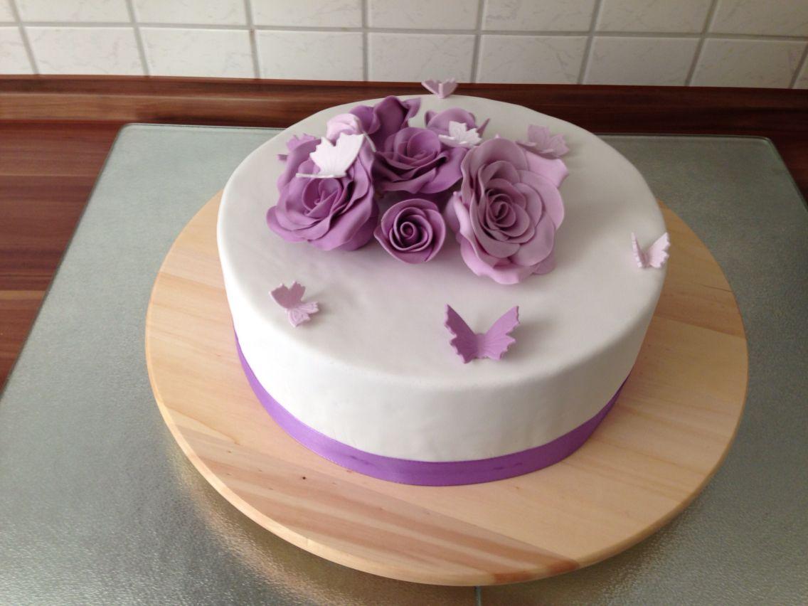 torte mit lila rosen schmetterlinge motivtorten fondanttorten 3d torten ombr. Black Bedroom Furniture Sets. Home Design Ideas
