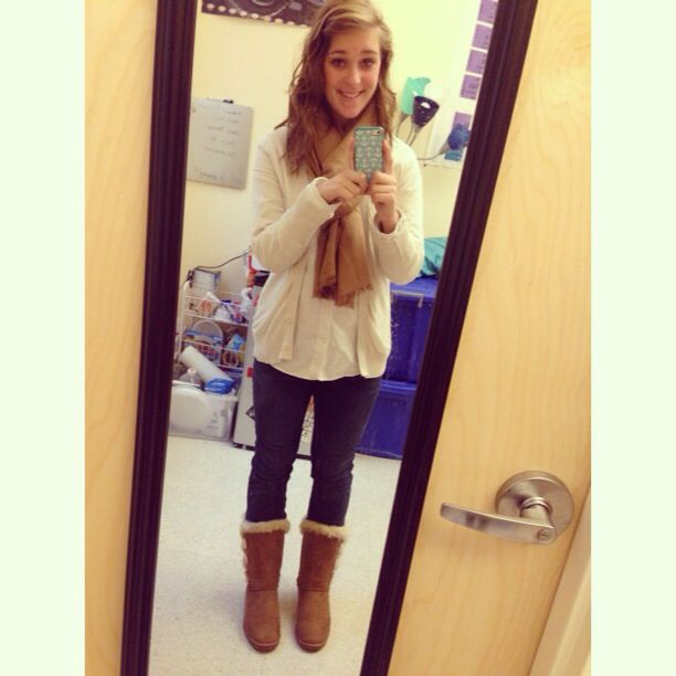Fall style is my favorite. Button ups layered with a cardigan. Dark Jeans. Scarf and boots. Messy hair<3