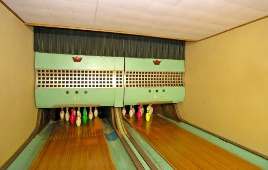 Want To Spice Up Your Retro 1960s House Put A Bowling Alley In The Basement And Fun Will Come To You Offbeat Home Life Home Bowling Alley Bowling Alley