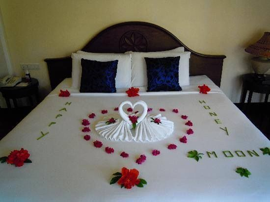 Romantically decorated room for a lovely evening with your boo..so cute for the honeymoon...