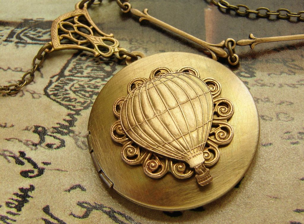 Dream Locket Necklace Golden Locket Necklace jewelry Hot Air Balloon Antique Air balloon Travel Locket Necklace clip-HZ00303 Fashion Hot Air Balloon
