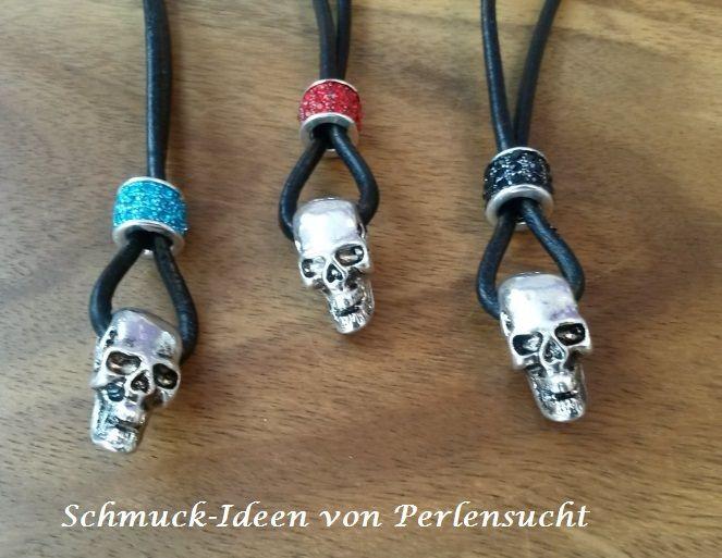 Materialien: Totenkopf Anhänger 1,90 € Strass-Perle 1,00 € Lederband 1,00 € Verschlüsse ca 2,00 €  alles bei www.perlensucht.at erhältlich