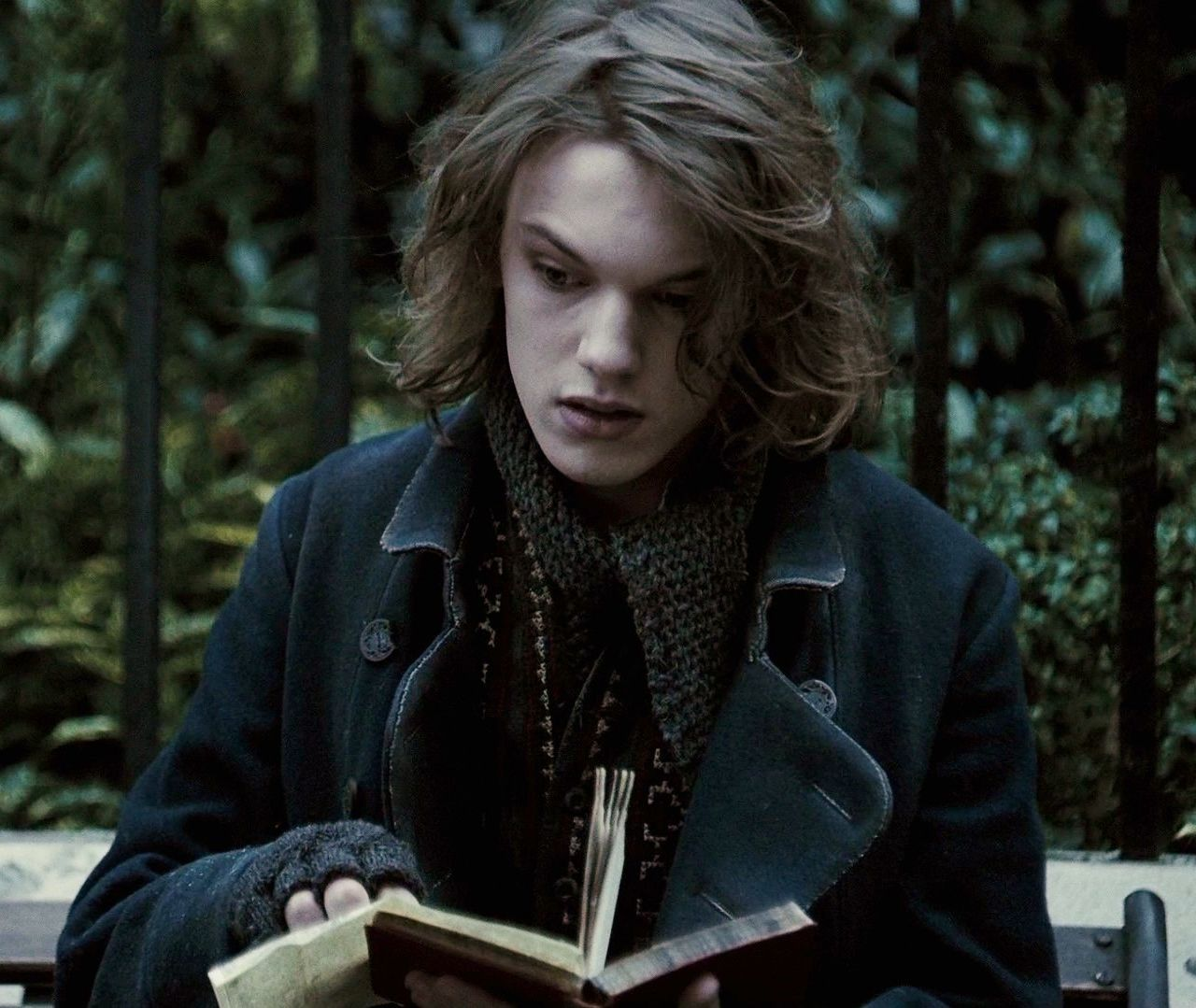 Gellert Grindelwald Harry Potter Characters Jamie Campbell Bower Jamie Campbell