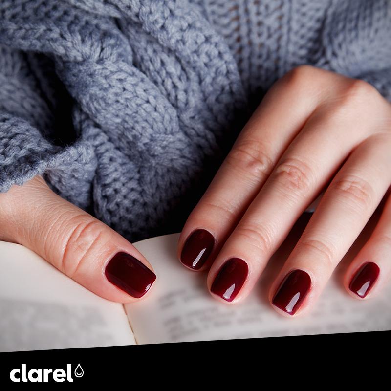 Acabou de pintar as unhas? Para não as estragar, recomendamos que não lave as mãos com água quente nas próximas 12 horas. Vai ver que resulta :) #CuidadosClarel