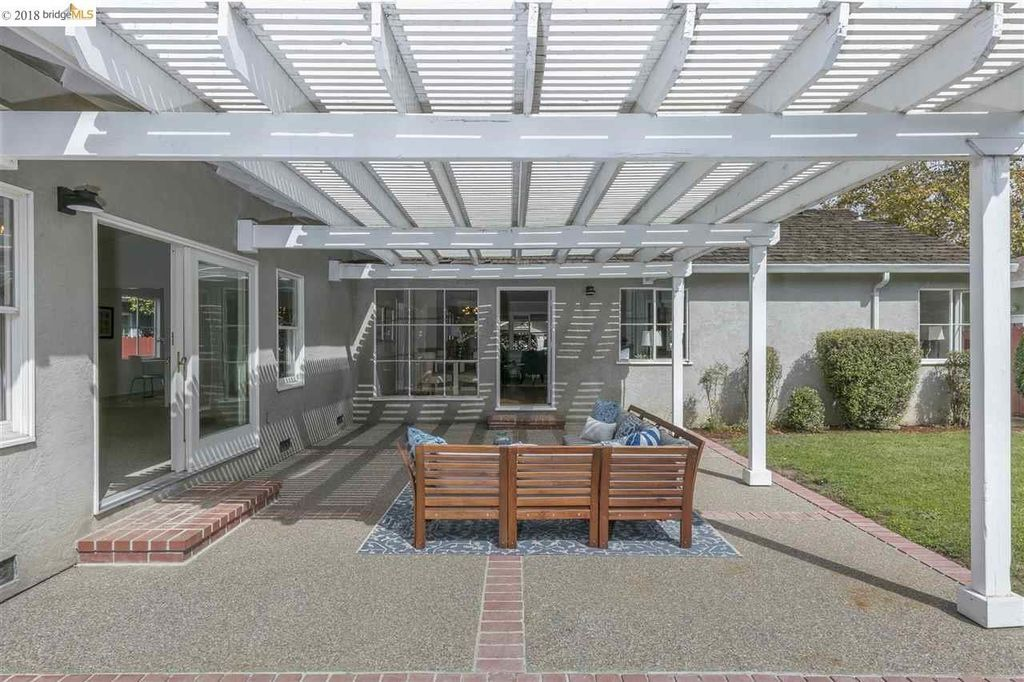 17151 Via Corona San Lorenzo Ca 94580 Zillow Decor Design Outdoor Structures Pergola