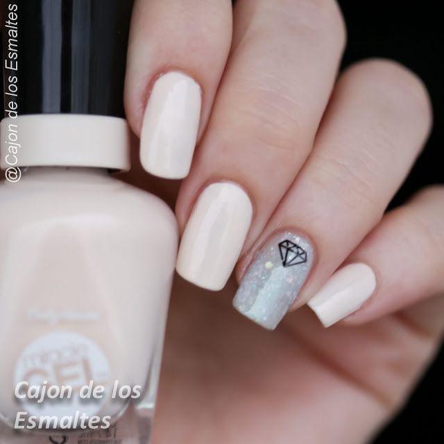 Decoraciones metálicas para uñas - Uñas nude con diamantes ...
