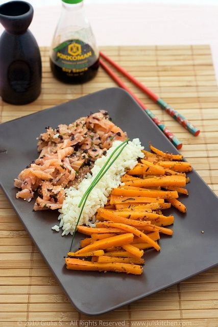 Raw salmon, rice and carrots