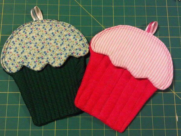 NO pattern. Inspiration - Cupcake Potholders | SEWING-KITCHEN ... : quilted potholder pattern free - Adamdwight.com