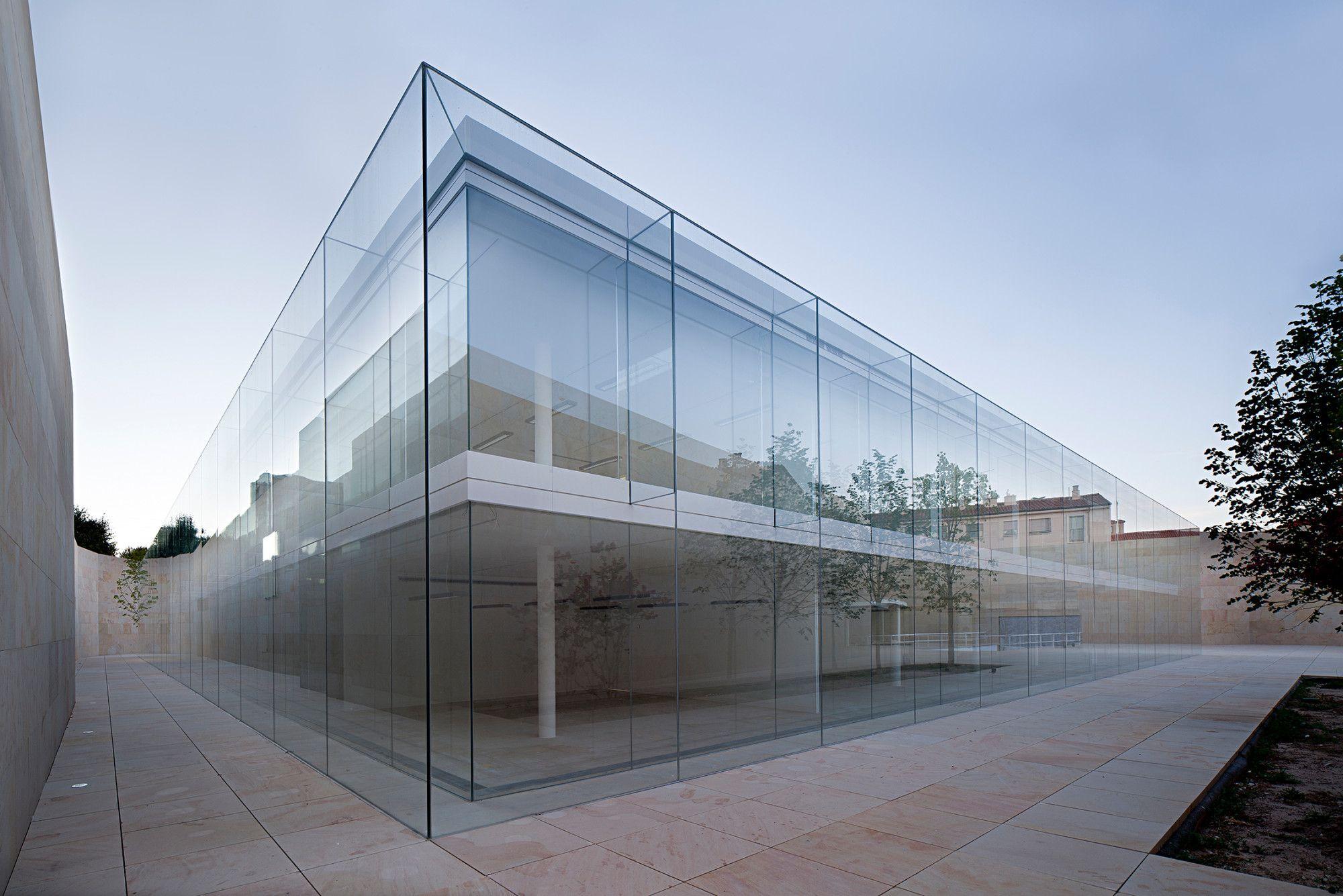 Fassade glas  Verwaltungsgebäude der Junta de Castilla y León in Zamora ...
