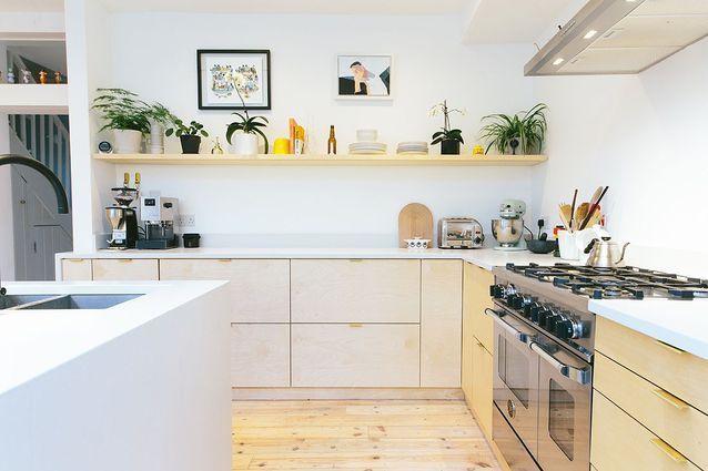 Comment Customiser Une Cuisine Ikea Elle Decoration En 2020 Cuisine En Contreplaque Customiser Meuble Cuisine Cuisine Ikea